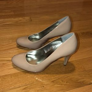 Style and Co tan heels NWT size 7